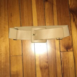 Suzi Roher tan belt